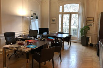 4 450 € par mois, 5 postes , Paris, Grand bureau lumineux d'avocat - Paris 16
