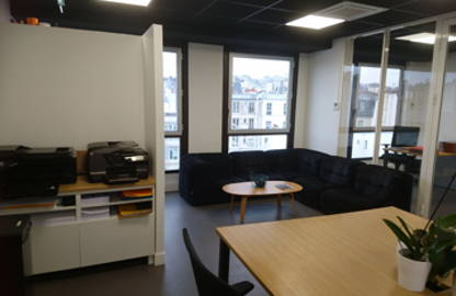 350 € par mois, 3 postes , Paris, Open Space - 3 postes