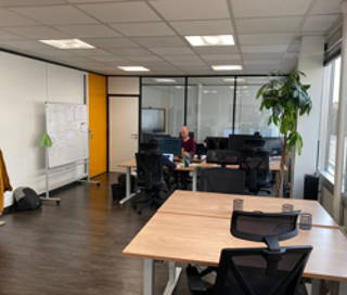 Open Space  3 postes Coworking Avenue de l'Entreprise Cergy 95800