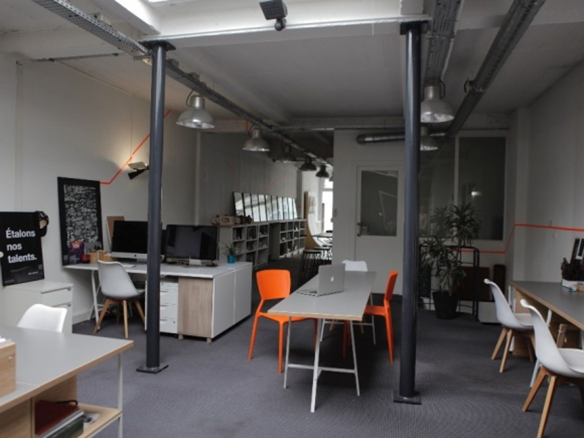coworking tours 2 postes louer style industriel. Black Bedroom Furniture Sets. Home Design Ideas