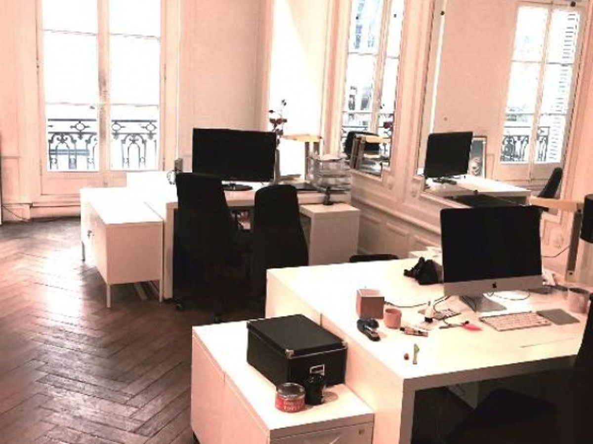 location bureau paris postes de travail au sein de. Black Bedroom Furniture Sets. Home Design Ideas