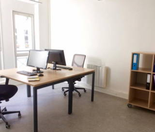 Bureau fermé 15 m² 2 postes Location bureau Rue Saint Denis Paris 75002