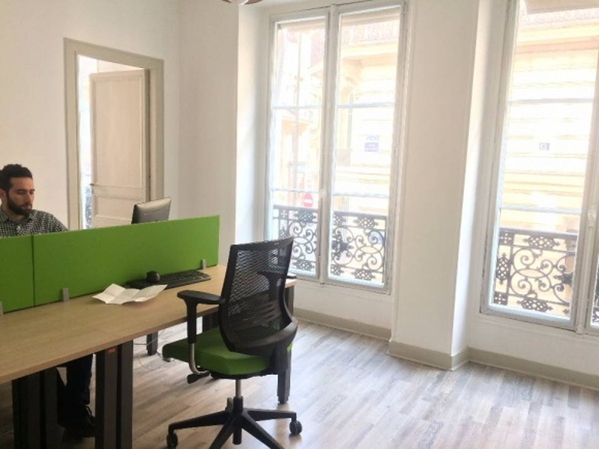 location salle paris location d 39 un poste de travail en coworking. Black Bedroom Furniture Sets. Home Design Ideas