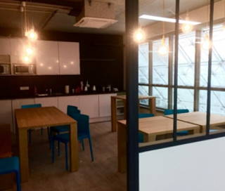 Bureau fermé 10 m² 2 postes Location bureau Rue Saint Denis Paris 75002
