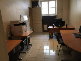 "1 250 € par mois, 5 postes , Paris, Bureau 3/4 postes + studio ""post-prod"" paris 9"