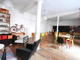 990 € par jour, 37 places assises 50 places debout , Paris, Grand loft lumineux, quartier des Halles