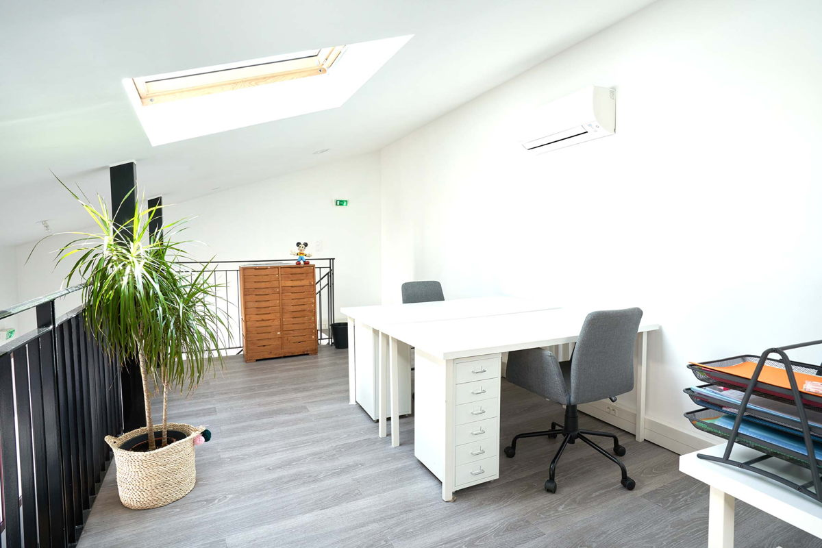 coworking montreuil 1 poste dans un loft refait neuf. Black Bedroom Furniture Sets. Home Design Ideas