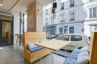 24 € par jour, 30 postes , Paris, Place de bureau en open space
