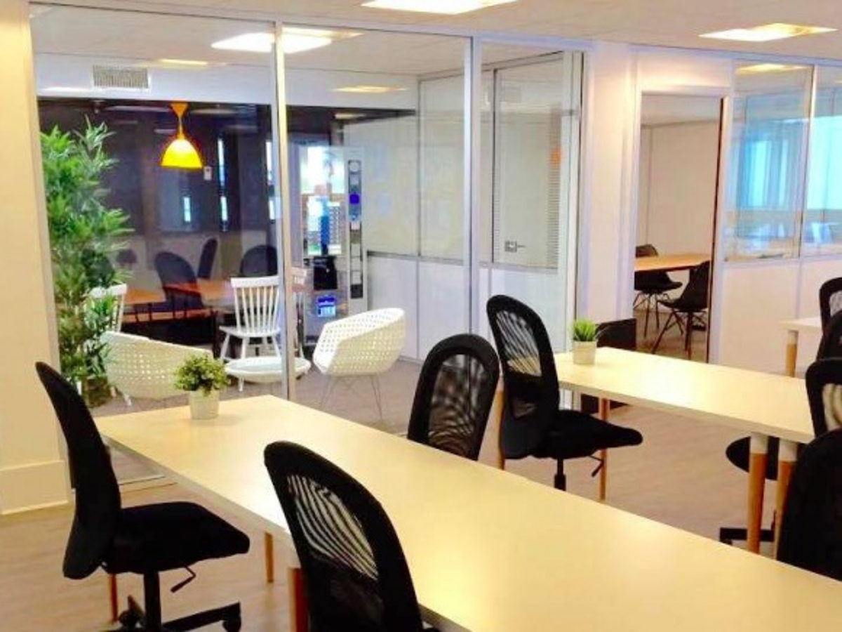 coworking paris poste nomade en open space m tro malesherbes. Black Bedroom Furniture Sets. Home Design Ideas