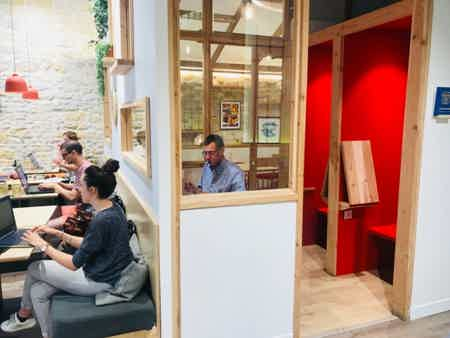 Poste coworking mois-1
