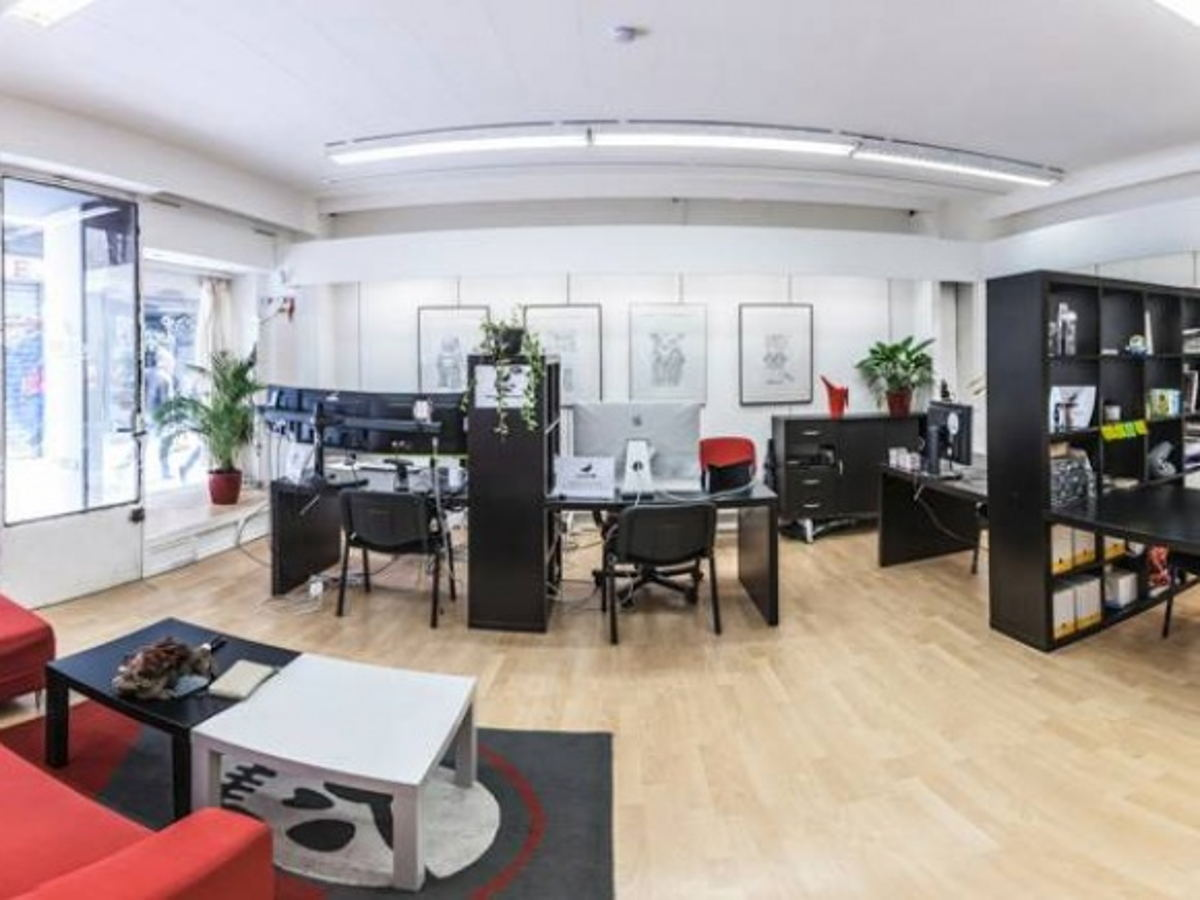 coworking clermont ferrand bureau dans un espace de coworking. Black Bedroom Furniture Sets. Home Design Ideas