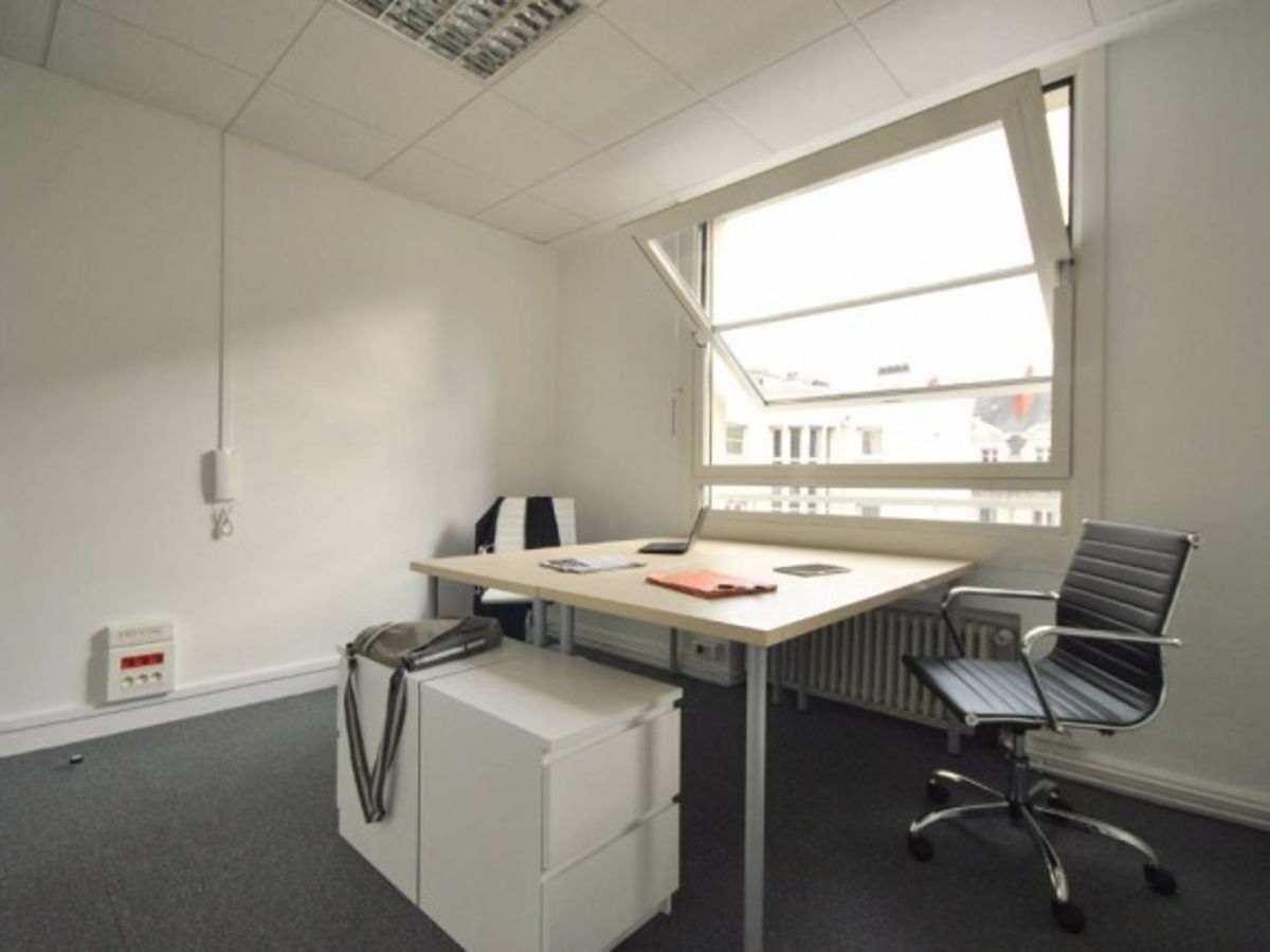 coworking nantes bureau pour 1 2 3 rue du calvaire. Black Bedroom Furniture Sets. Home Design Ideas