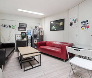 Open Space  3 postes Location bureau Rue Jean-Baptiste Pigalle Paris 75009
